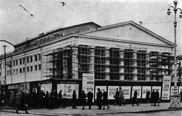 Кемеровский драмтеатр, открытие через 2 года