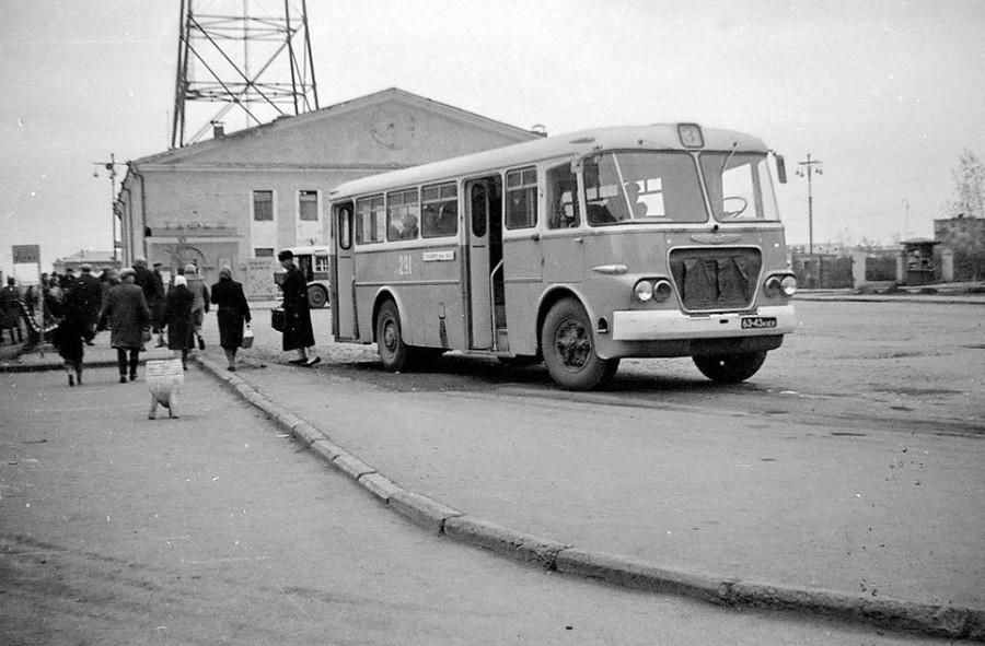 Автобус №3 у кемеровского Телецентра